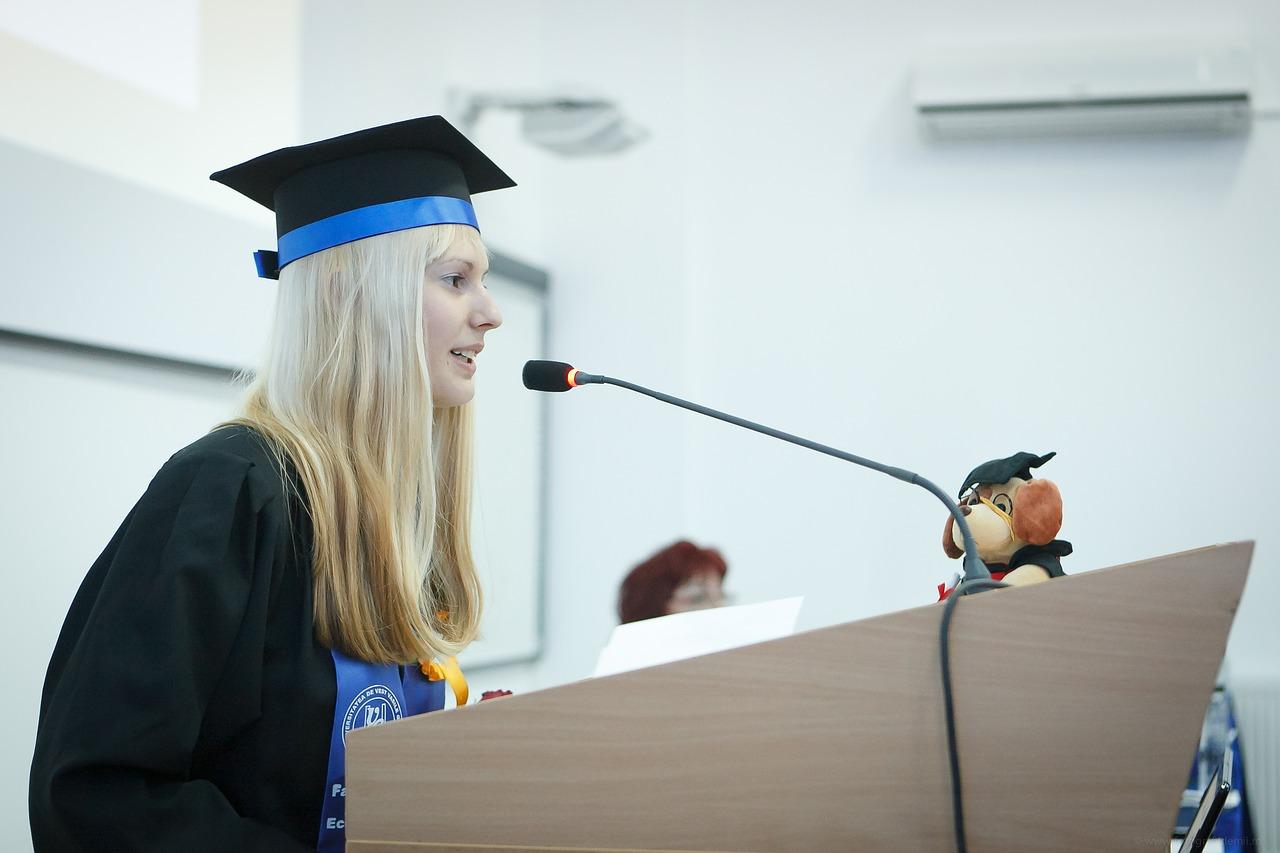 Une étudiante ayant obtenu un diplôme de niveau bac+5