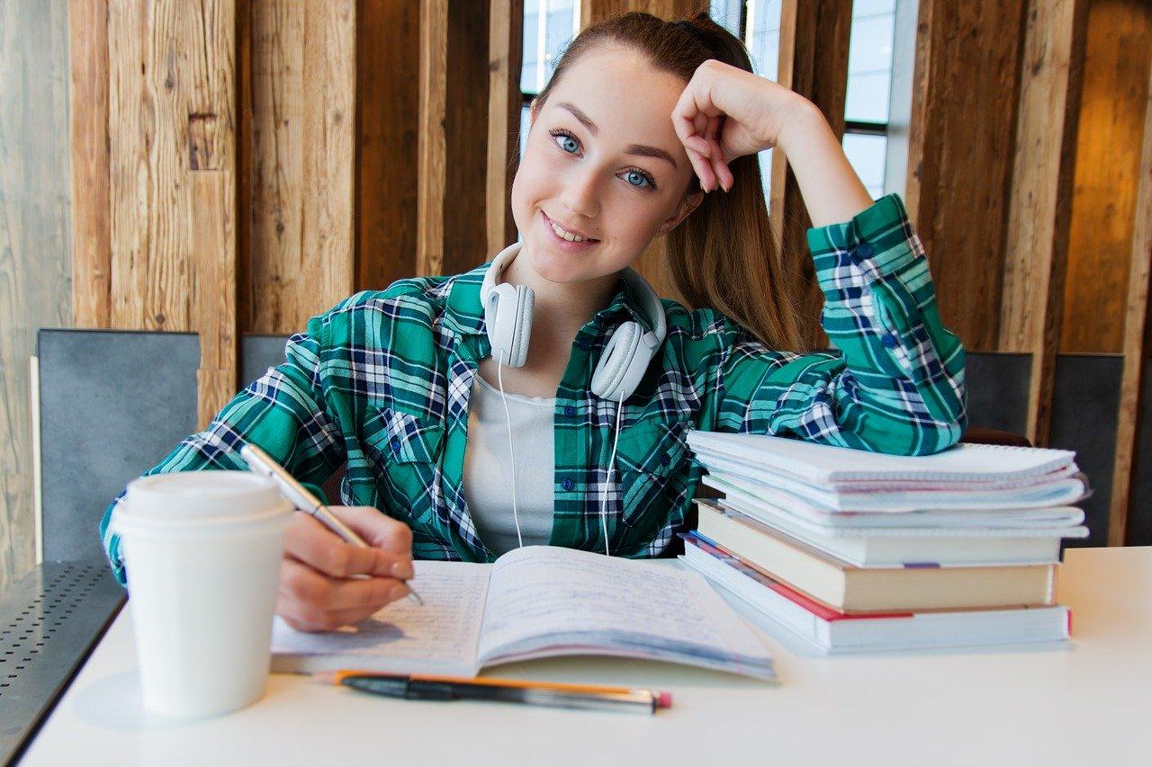 Une étudiante en école de commerce à Paris